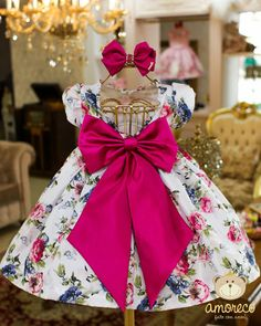 Dress Baby - Vestidos Infantis que encontrei no Instagram Baby Pageant Dresses, Baby Girl Party Dresses, Dresses Kids Girl, Kids Outfits Girls, Flower Girl Dresses, Baby Dress Design, Baby Girl Dress Patterns, Baby Frocks Designs, Kids Frocks Design