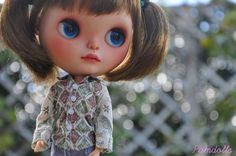 I started customizing dolls... when I hadn't enough confidence, she gave me. I dreamed of doing a Blythe doll for her. I consider her and her dauther as a very good friends. And I'm very proud to have customized Beatle. ;) I hope you like her!