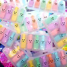 A que estos mini resaltadores te hacen sonreír 😊 Miralos bien, sean 4, 5 o 6, te parecen igual de adorables ❤ (Encima en colores pasteles!) #ovnilibrerias #libreriadeotroplaneta #objetovoladorfavorito