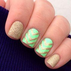 Green-And-Gold-Glitter-Chevron-Nails Beautiful Chevron Nail Art Designs Chevron Nails, Chevron Nail Designs, Striped Nails, Short Nail Designs, Nail Art Designs, Gold Chevron, Nails Design, Green Chevron, Aztec Nails