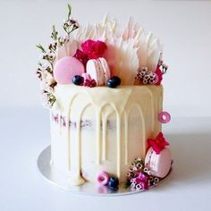Drip wedding cakes are one of the hottest trends right now and it's high time to have a look at them if you want to make your guests' mouths water. #weddingcakes