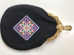 Made by Inger Johanne Wilde Cross Stitch Patterns, Coin Purse, Beanie, Purses, Wallet, Hats, Handbags, Hat, Beanies