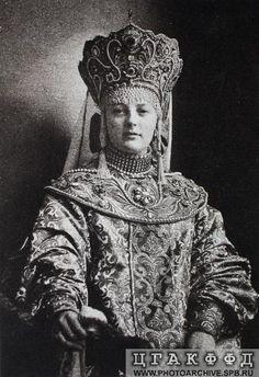 Н.Д.Вонлярлярская в костюме боярыни начала XVII века.