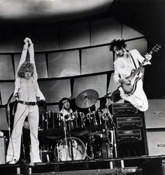 Listening to You: The Who Live at the Isle of Wight est un film de Murray Lerner, sorti en avec Roger Daltrey, Pete Townshend, Keith Moon, John Entwistle. Rock Posters, Concert Posters, Music Posters, Band Posters, Dr. Martens, The Who Band, The Who Live, John Entwistle, Keith Moon