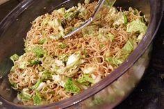 "Salat – man sagt dazu ""Friß dich dumm Salat"" 2 Sponsored Sponsored Salad – it says ""eat you stupid salad"" Chef Salad Recipes, Pasta Recipes, Appetizer Recipes, Vegetarian Recipes, Chicken Recipes, Dinner Recipes, Healthy Recipes, Shrimp Recipes, Pesto"