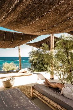 Have you seen these photos of a luxurious Mykonos Beach Club? Located nearby San Giorgio Mykonos Hotel, Scorpios is a sophisticated new social club.
