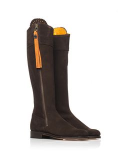Loving this colour combination, The Regina chocolate with the orange tassels.. Most popular combination of the season!  #Boots #FairfaxandFavor #Fashion   http://www.fairfaxandfavor.com/collections/the-regina/products/the-regina-chocolate