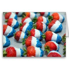 Strawberries decorated for the July, Independence Day Celebrations. 4th Of July Desserts, Fourth Of July Food, 4th Of July Celebration, 4th Of July Party, 4th Of July Ideas, July 4th Wedding, Patriotic Desserts, July Birthday, Girl First Birthday