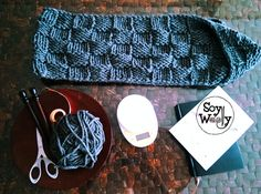 Teje un cuello infinito fácil y rápido con dos agujas | Soy Woolly Sunglasses Case, Beanie, Knitting, Fashion, Beret, Long Scarf, Vestidos, Crochet Hooded Cowl, Ponchos