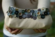 DIY: Accessories With Old Buttons - bag transformation - fashiondivadesign.com