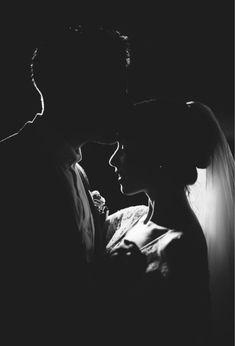 Night Wedding Photography, Night Wedding Photos, Wedding Picture Poses, Wedding Couple Poses, Wedding Night, Wedding Photoshoot, Wedding Couples, Wedding Pictures, Dream Wedding