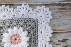 Crochet daisy granny square pattern. I'm in love! That crochet afghan edging pattern really makes it!