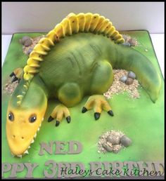 Stanley the spinosaurus! - Cake by haley