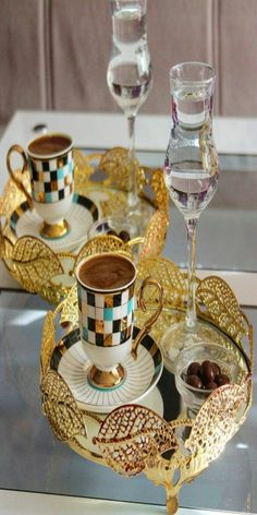 Coffee taste better in colour! Coffee Is Life, Coffee Set, Coffee Cafe, Coffee Break, Coffee Lovers, Bandeja Bar, Good Morning Coffee, Turkish Coffee, Chocolate Coffee
