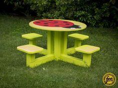 Table coccinelle pour enfants, pouvant accueillir 4 enfants. Résiste aux intempéries.
