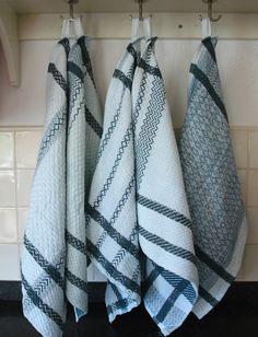 Résultats de recherche d'images pour «handwoven tea towels» Dish Towels, Tea Towels, Weaving Projects, Home Rugs, Kitchen Towels, Plaid Scarf, Loom, Hand Weaving, Projects To Try