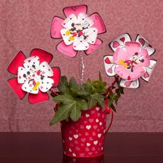 Surprise your valentine with these Mickey & Minnie paper flowers. Use them to decorate a bouquet of real flowers or alone.