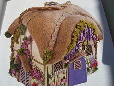 Cheia de flor nessa Quinta! Casinha Bordada! by Verachitta, via Flickr