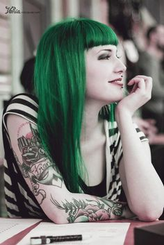awesome hair colour <3 Wish I could pull it off.