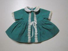 Schoene-alte-Puppenkleidung-Suesses-gruenes-Kleid