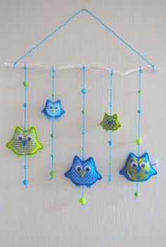 Beautiful mobile / branche with felt owls.  www.bogajadesign.nl