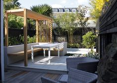 Chic Courtyard Design wooden pergola and bench, rendered raised beds Cedar Pergola, Deck With Pergola, Backyard Pergola, Pergola Shade, Backyard Landscaping, Pergola Ideas, Modern Pergola, Garden Design London, Home Garden Design
