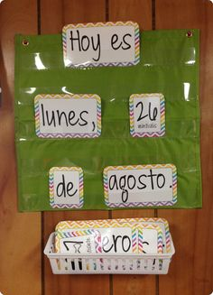 Great idea for a Spanish craft to practice days of the week, months and dates. Could change to other languages too Elementary Spanish Classroom, Spanish Classroom Decor, Bilingual Classroom, Classroom Language, Bilingual Education, Education Logo, Future Classroom, Spanish Lesson Plans, Spanish Lessons