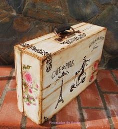 Decoupage Vintage, Decoupage Suitcase, Painted Suitcase, Decoupage Box, Vintage Suitcases, Vintage Luggage, Painted Boxes, Wooden Boxes, Altered Boxes