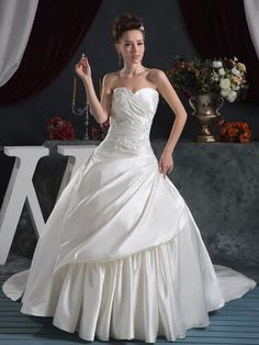 Sweetheart Strapless Appliques Ball Gown Lace-up Wedding Dress at nextdrss.co.uk