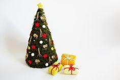 Häkelanleitung für einen Tannenbaum mit Geschenken / diy knitting instruction for a christmas tree by Renirumis Kleinigkeiten via DaWanda.com