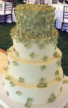 Another great idea for a celtic wedding cake. St. Patrick's day