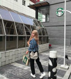 Casual Outfit hijab ootd ootd ootd 678776975072915333 Source by puriangg fashion hijab Hijab Casual, Hijab Chic, Casual Dresses, Casual Outfits, Modern Hijab Fashion, Muslim Women Fashion, Street Hijab Fashion, Hijab Mode Inspiration, Ootd Poses