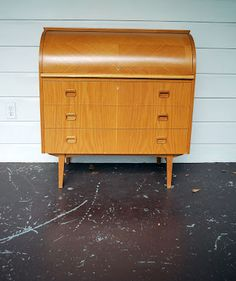 I've gone and fallen in love with another piece of furniture. (http://junk2funkbiz.blogspot.com/)