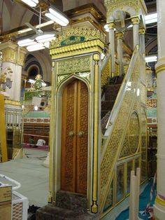 10 Inside Pictures of Masjid-e-Nabwi That You Probably Didn't See Before Islamic Images, Islamic Pictures, Islamic Art, Al Masjid An Nabawi, Masjid Al Haram, Medina Mosque, Mekkah, Beautiful Mosques, Imam Hussain