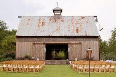 If you like to merge with nature and want a cozy intimate affair, the best idea for you is an outdoor barn wedding. It keeps its rustic atmosphere. Organizing an outdoor ceremony and reception is easy and everyone wil. Rustic Wedding Venues, Farm Wedding, Wedding Ideas, Wedding Barns, Plaid Wedding, Rustic Weddings, Trendy Wedding, Wedding Blog, Wedding Favors