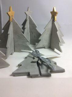 Weihnachtsdeko - Merry Christmas -Baum Feinbeton mit goldenen Stern - ein Designerstück von Daseineunddasandere bei DaWanda