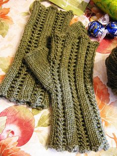 reversible lace mitts