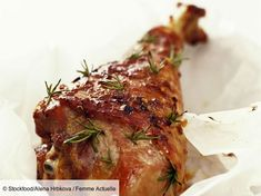 Rosmarin-Putenkeule Rosemary turkey leg is a recipe with fresh ingredients from the turkey category. Hamburger Meat Recipes, Healthy Chicken Recipes, Beef Recipes, Dog Food Recipes, Cooking Recipes, Meat Meals, Hamburger Patties, Hamburger Buns, Turkey Legs
