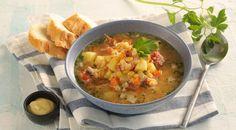 Chutná a výdatná polievočka so sušeného hrachu. Thai Red Curry, Salsa, Cooking, Ethnic Recipes, Food, Kitchen, Eten, Meals, Salsa Music