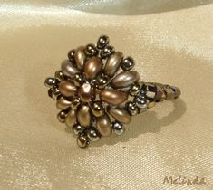 Superduo twin beaded ring by Melinda OMG! This is so Beautiful!! But, there is no tutorial... *frown*