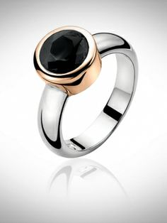 Stijlvolle klasse ring met een zwarte zirkonia.