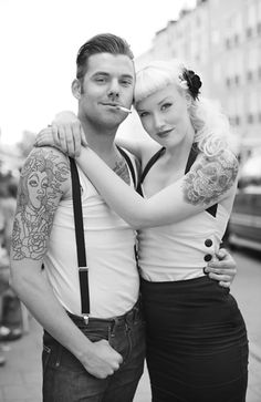 Rockabilly tattoo designs for men and women. Rockabilly tattoo ideas of different sizes, shapes and colors. Old school rockabilly tattoos made on different parts of the body. Rockabilly Outfits, Couple Rockabilly, Moda Rockabilly, Rockabilly Fashion, Rockabilly Rules, Rockabilly Style Men, 1950 Outfits, Psychobilly Style, Man Style