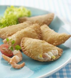 This recipe for empanadas is made with a delicious filling of shrimp, cheese, and Spanish-style tomato sauce. The dough can be made or purchased. Empanadas Dough For Frying, Fried Empanadas Recipe, Fried Dough Recipes, Beef Empanadas, Mexican Shrimp Empanadas Recipe, Empanada Sauce Recipe, Spanish Empanadas Recipe, Tapas, Homemade Biscuits