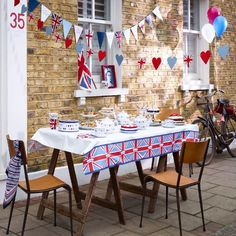 Jubilee fever: the best décor & shopping ideas Royal Tea Parties, Royal Party, Queen 90th Birthday, 90th Birthday Parties, Birthday Celebrations, Birthday Ideas, House Party Rules, British Party, British Summer