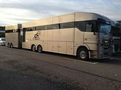 I'll take this please! Rv Trailers, Horse Trailers, Bus Camper, Rv Campers, Cool Trucks, Big Trucks, Horse Transport, Coach Travel, Luxury Bus