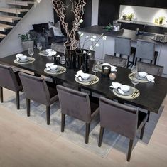 """Designerhome_norge on Instagram: """"Rundt dette flotte bordet fra @homefactoryas får du samlet sammen hele storfamilien❤️ Bordet er 220 cm langt og 2 klaffer på 40 cm hver…"""" Dining Table Chairs, Table Settings, Furniture, Design, Home Decor, Google, Decoration Home, Room Decor"""