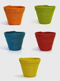 """How to crochet flower pots by DMCpodkins: """" Free pattern (written and chart) for these cute little Pot cozies over at DMC.Mingky Tinky Tiger + the Biddle Diddle Dee - Page 25 of 278 Gonna add a cute handle and make them look like buckets for the ki Crochet Bowl, Crochet Cactus, Crochet Diy, Love Crochet, Crochet Gifts, Crochet Decoration, Crochet Home Decor, Crochet Flower Patterns, Crochet Flowers"""