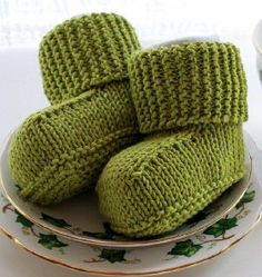 Free baby knitting pattern: Bitty Baby Uggs