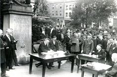 Open-air police court being held in Portsmouth Square, San Francisco during influenza epidemic To prevent crowding indoors, judges held outdoor court sessions. University Of Massachusetts, Campus University, Flu Epidemic, Emergency Hospital, Influenza, Historical Images, Library Of Congress, World War I, Flu
