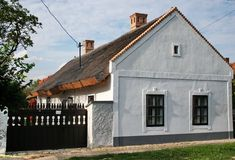 European House, Traditional House, Countryside, Places To Go, Pergola, Farmhouse, Cottage, Outdoor Structures, House Styles